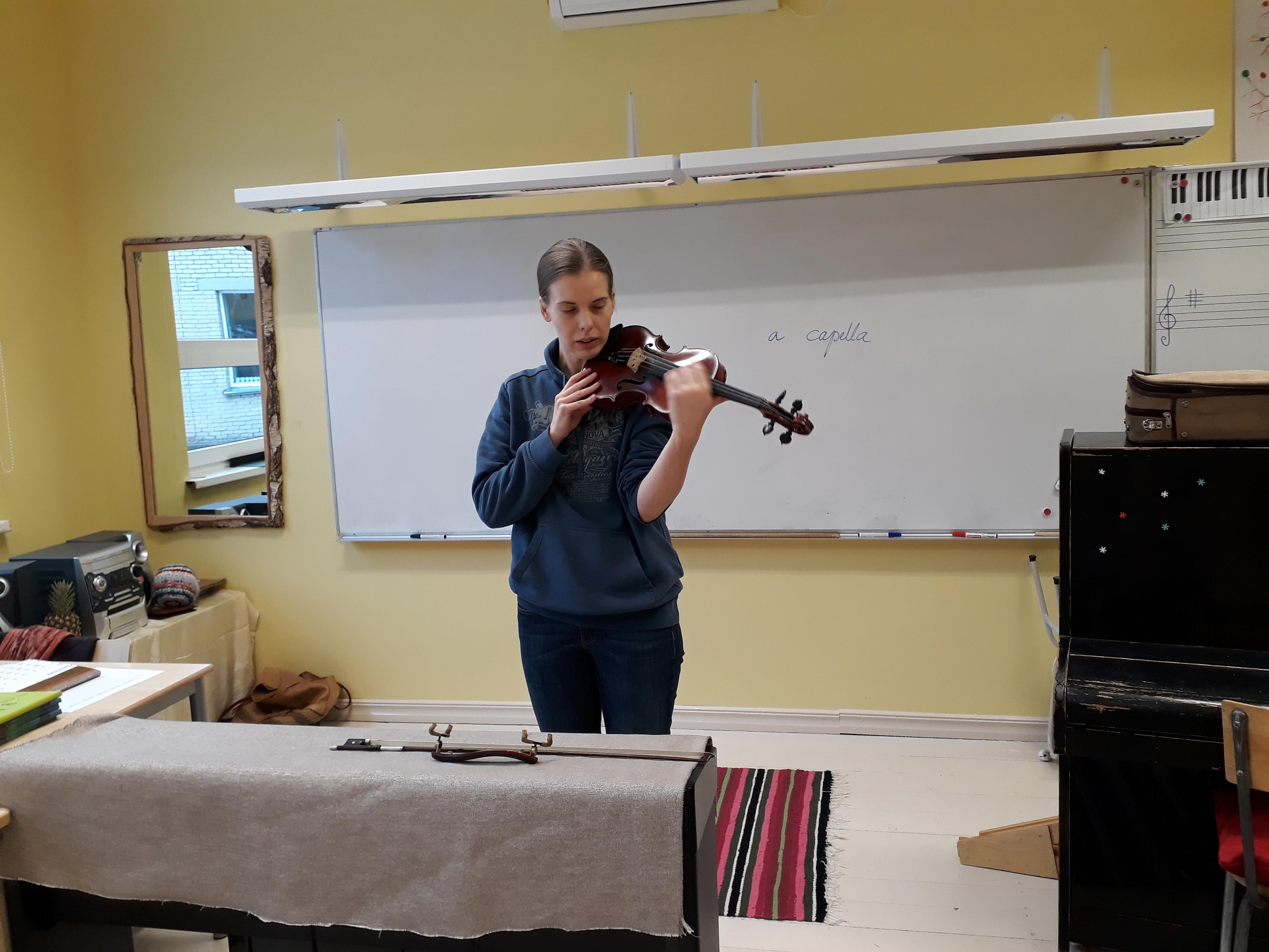 viiulimangija-johanna-maria-jaama-lullemae-pohikoolis