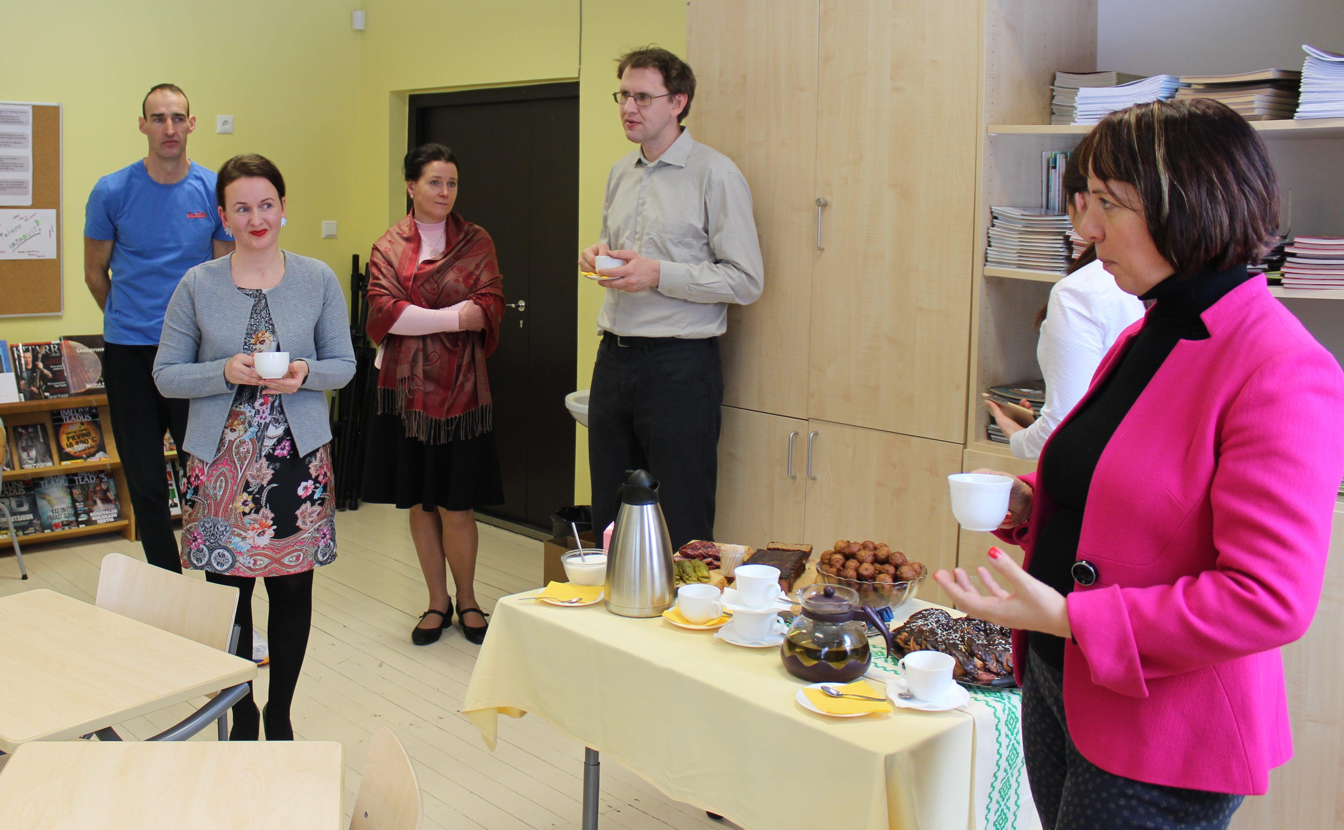Haridusminister Mailis Reps Lüllemäe Põhikoolis õpetajatega kohtumas. Foto: Triin Tanilas